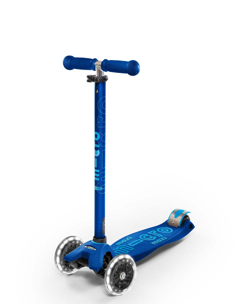 Maxi Micro Deluxe LED Navy Blue   Micro Scooters Perth